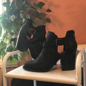 Shoes - Easy Pickins Black cutout booties
